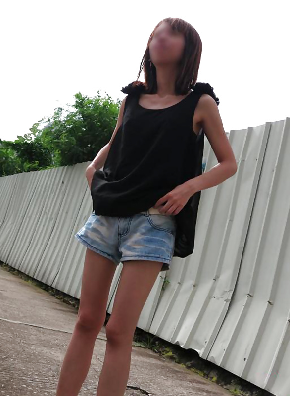 Japanese Girls Pictures: Chinese girl flashing pussy in public